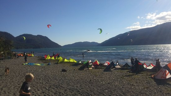 Elevation Kiteboarding School: Waiting for wind