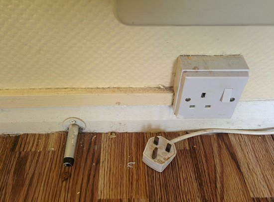 Pontin's Camber Sands Centre: Dare you touch the dirty plug?
