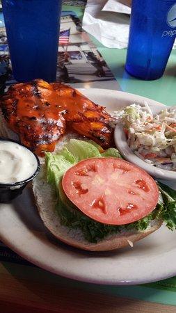 Penn Yan, นิวยอร์ก: (Grilled) Buffalo Birdie Chicken Sandwich