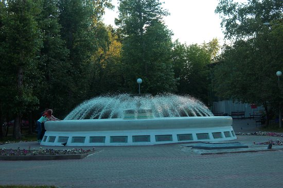 ‪Fountain in City Park of Culture and Leisure‬