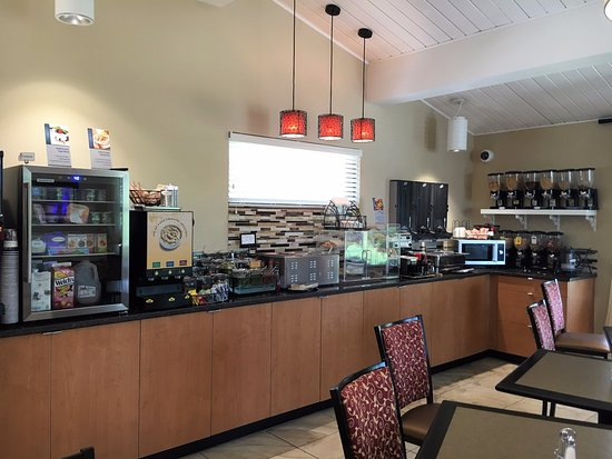 Winchester, KY: Breakfast bar with many selections of cereal, fruit, juice and yogurt. Hot items too.