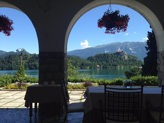 Vila Bled: View at breakfast