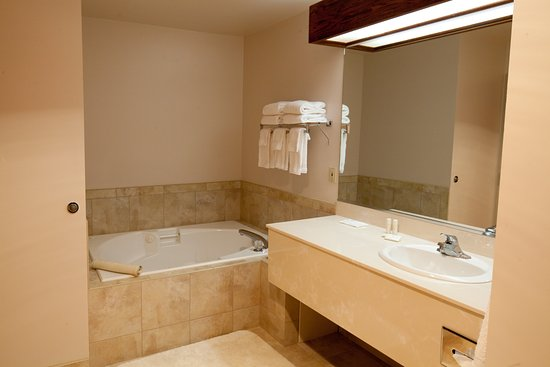 Colville, WA: Remodeled bathrooms with jet tub