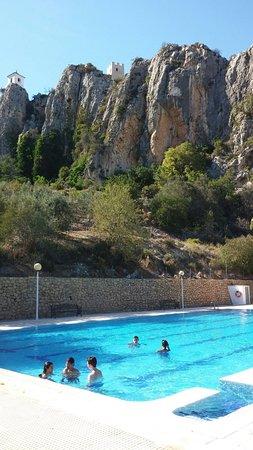 Guadalest, Spanien: Le bon plan  :  conclure la visite par un petit plongeon dans la piscine municipale en contrebas