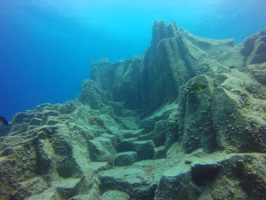 LJ Diving Tenerife: roches volcaniques