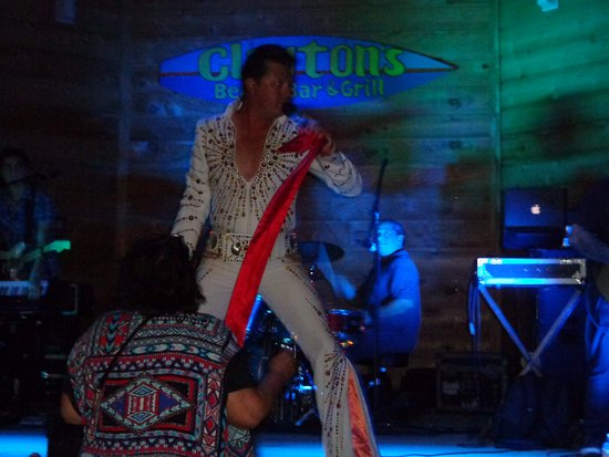 Clayton's Beach Bar and Grill: Elvis swooning the ladies