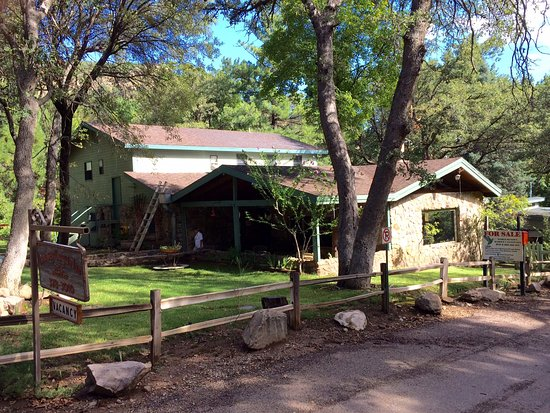 Hereford, AZ: B & B grounds