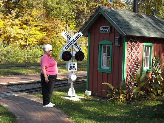 showing the scale of railroad crossing sign & building