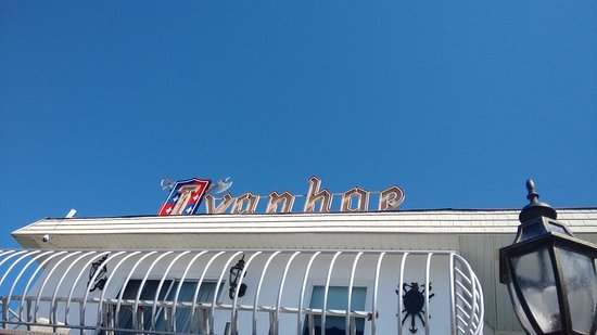 Ivanhoe Motel and Apartments : They still have the old fashioned motel sign that Wildwood is so famous for!