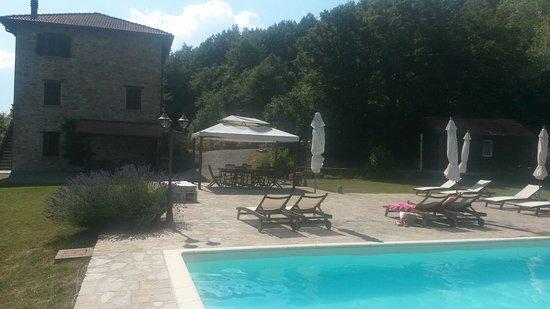 Casale di sambuceto hotel compiano italia prezzi 2018 for Piscina sambuceto