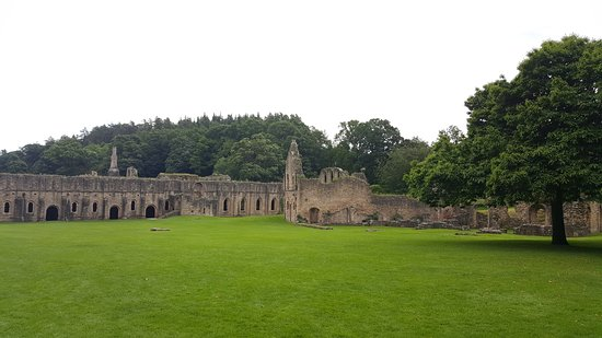 Fountains Abbey and Studley Royal Water Garden: Vue d'enssemble
