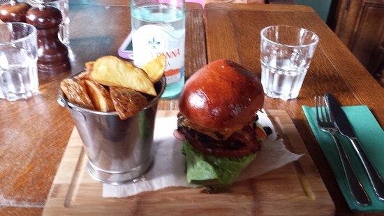 Marquis of Westminster : Irish burger with triple cooked chips