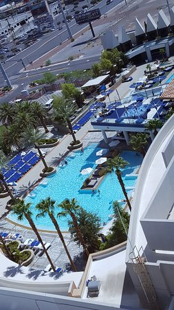 Palms Casino Resort: Note the absence of areas in the shade