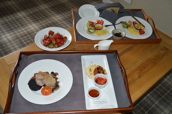 Auchrannie House Hotel: 1 meal per tray? Tray arranged as per their needs not the customers.
