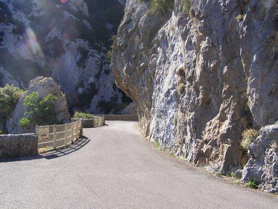 Saint-Paul-de-Fenouillet, Francia: la route le long des gorges