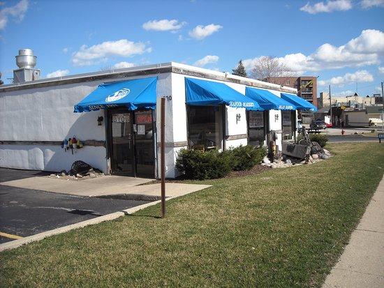 Des Plaines, IL: outside of restaurant