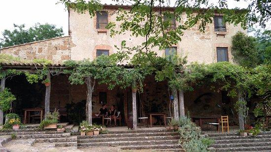 Lubriano, Italia: porticato