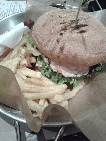 Chalandri, Griekenland: Grilled Chicken Large Burger