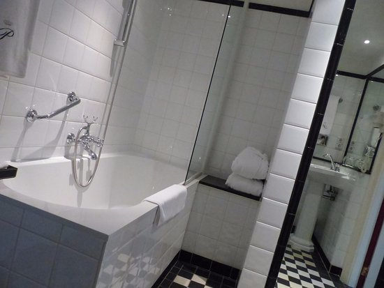 Paleis Hotel: Bathroom