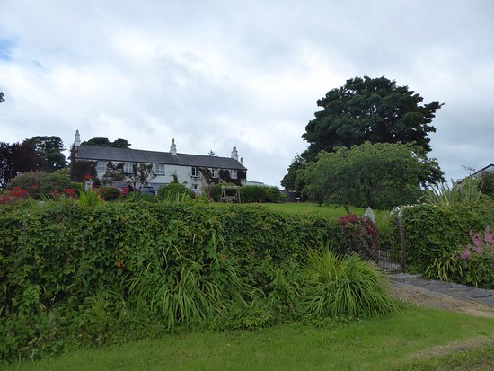 Oughterard, Irlanda: Taken from the water's edge of the home.