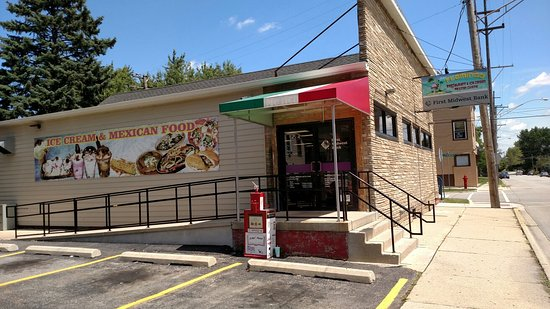 DeKalb, IL: Flamingo Restaurant and Ice Cream