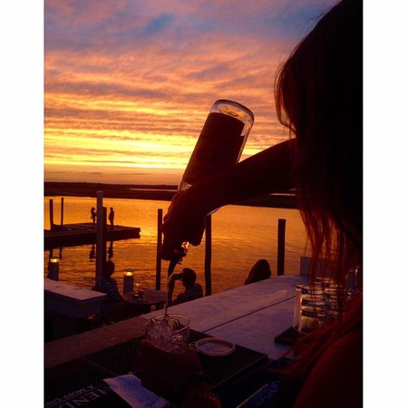 East Quogue, Nova York: Dockers Waterside Marina & Restaurant