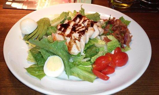 Marlton, Nueva Jersey: Cobb salad with grilled chicken