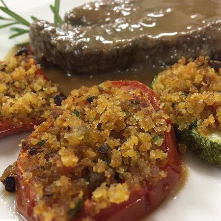 Mosciano Sant'Angelo, Włochy: Filetto al rosmarino con verdure gratinate