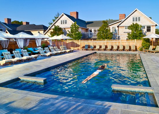 White Elephant Village | Residences & Inn: Pool and Cabanas at White Elephant Village