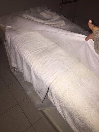 The Westin Dragonara Resort, Malta: massage table, thin throw away sheet with two towels below acting as a sheet.