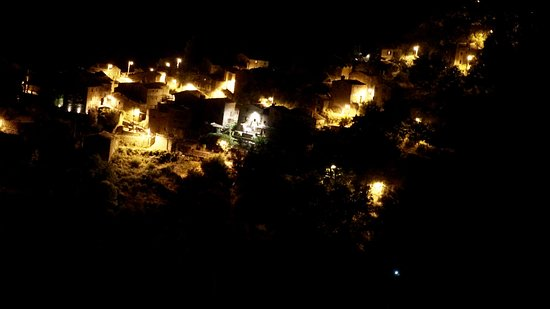 Lousa, Portugal: Aldeia á noite