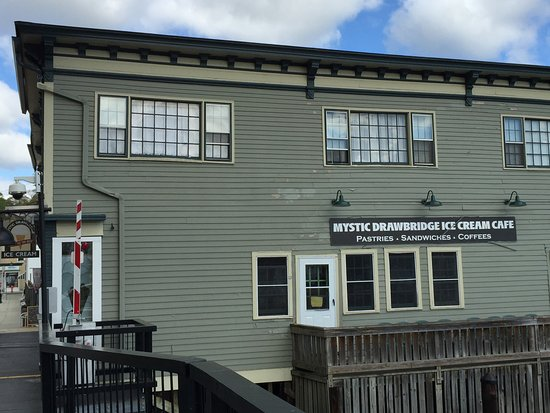 Mystic Seaport: If only the ice cream place was open!