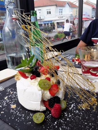 Saint-Brevin-les-Pins, France : la pavlova aux fruits rouges