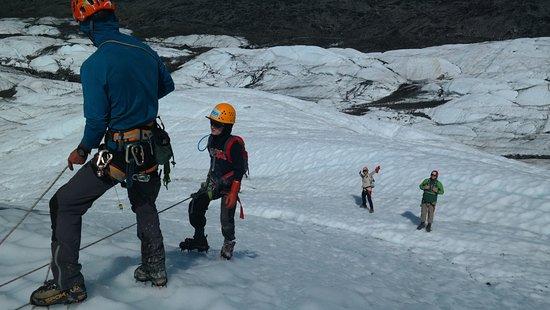 Mica Guides : climbing the glacier