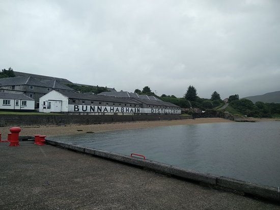 Port Askaig, UK: The distillery