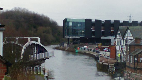 Northwich, UK: Town Bridge, fully open