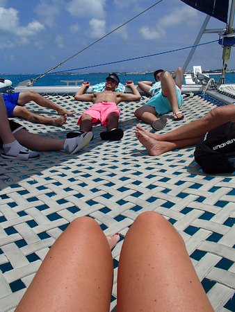 Hamilton, Bermudas: Sitting in the netted area up front on our way to the snorkel site