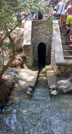 Tal der Sieben Quellen - Epta Piges: Tunnelausgang..da kommt man durch