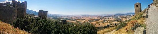 Aragón, Spanje: Panorámica de las murallas, desde el interior