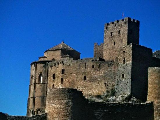 Aragón, Spanje: Castillo de Loarre desde dentro de las murallas