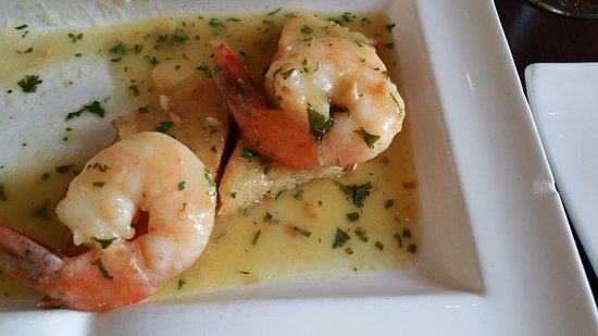 Wallingford, CT: Shrimp scampi crustini tapas. Brothy goodness had some substance to it. Shrimp were nicely done.