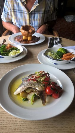Chestfield, UK: sea bream & roast beef off the sunday menu