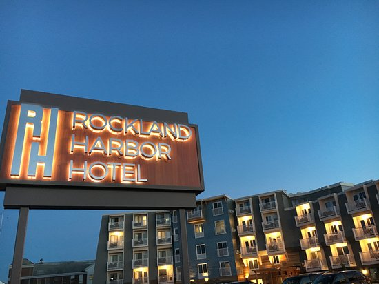 Rockland, ME: Night view of the hotel