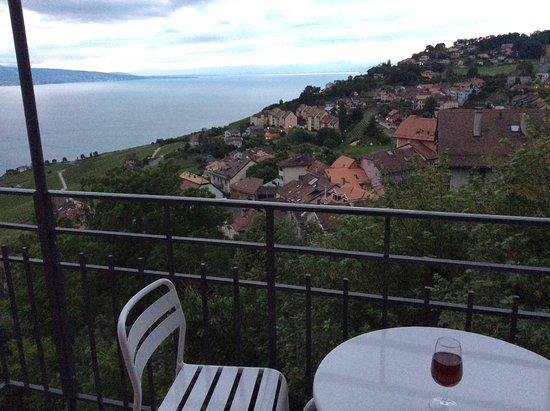 Chexbres, Sveits: Vue de la chambre avec balcon