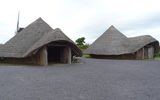 Llanddeusant, UK: Two iron-aged roundhouses (replicas)