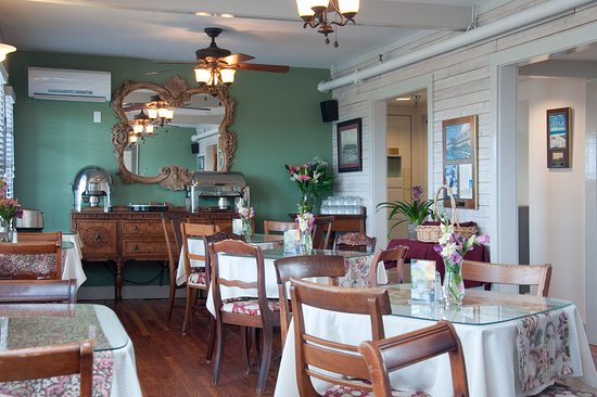 First Colony Inn: John White Breakfast Room
