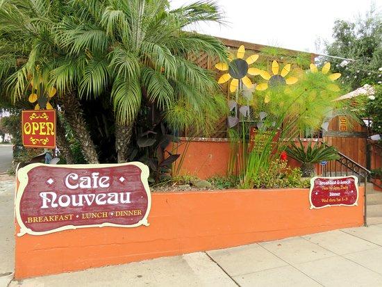 The bright and cheerful Cafe Nouveau - Ventura, CA (24/Jul/16).