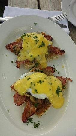 Saint Francis Bay, Zuid-Afrika: Eggs Benedict. ..