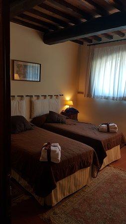 Montespertoli, Italien: Habitación con dos camas