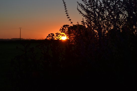 Richelieu, Prancis: Sunset over the garden